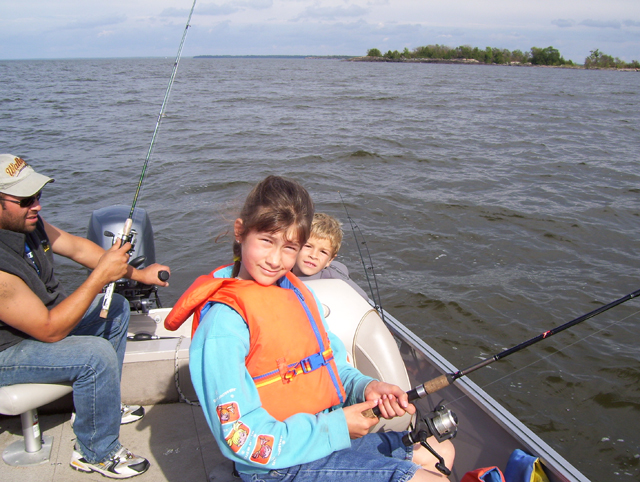 Take the family fishing on Lake of the Woods, in one of our Deluxe 18' Boats.  : Enjoy the family time and the fishing adventure.