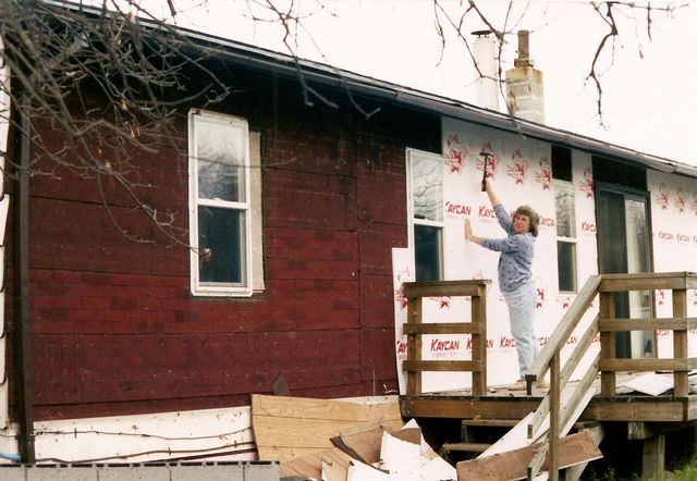 Lodge gets more insulation. : Friend Carol Ann (& others) help with renovations to lodge & cabins
