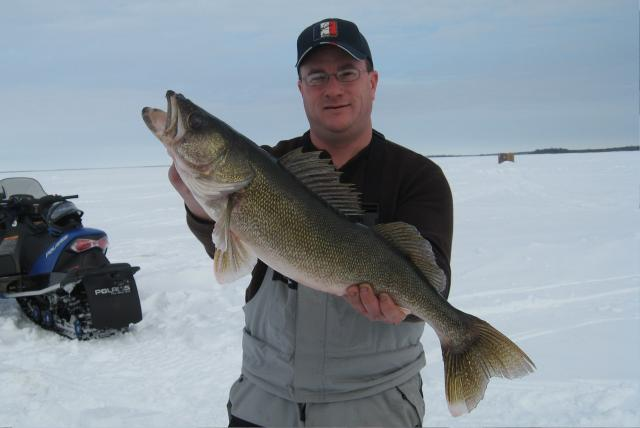 Ice Fishing Lake of the Woods: Ice Fishing Master Angler Walleye on Lake of the Woods