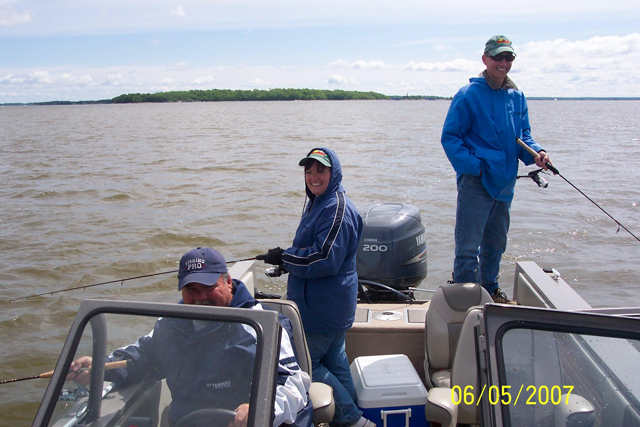 Guided Fishing Package Vacation with Experienced Fishing Guide on Harris Hill Resort's comfortable Deluxe Guide Boat.: Great Fishing Experience on Lake of the Woods.