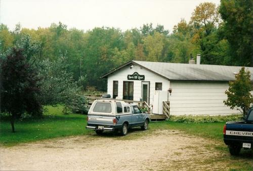 Lodge & vehicles 2002
