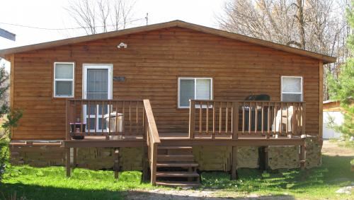 Cabin 5 summer vacation rental: Lake of the Woods Cabins.  winter & summer vacation rental cabins